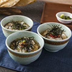 料理メニュー写真出汁茶漬け(たこわさ・鮭・チャンジャ)