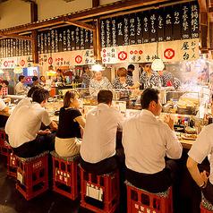 """【""""お祭り""""の雰囲気たっぷり!】毎日が屋台祭りのような、活気のある提灯が飾られています。博多の雰囲気を大宮でも味わえるような演出を是非体感してください♪"""
