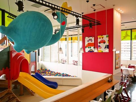 子どもはキッズスペースで楽しく♪パパママはカフェでゆっくりできるお店☆