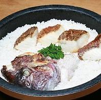 石鍋でふっくらと炊き上げた「鯛めし」が大人気!