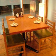 イベントスペースが見られるテーブル席