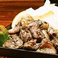 料理メニュー写真【名物】 さつま雅鶏もも肉 カゴ焼き