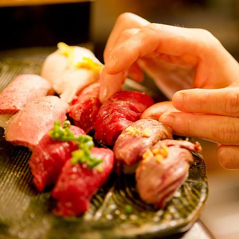 【肉寿司】馬肉は生で握る。 馬肉以外の牛、豚、鶏は炙りや焼きで愉しめる♪