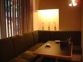 お店のコーナーに位置するソファー席のお部屋はビーズカーテンで仕切られた個室風の空間。女子会やお誕生日会に人気のお席なので、ご予約はお早目にどうぞ!