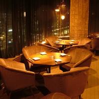 ◆夜景を一望するカップルシートのソファー席