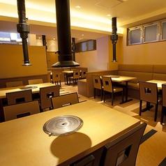 【半個室テーブル12名様迄】語らいの場に最適な広々としたテーブル席。会社宴会や飲み会等の大人数利用もお任せください★
