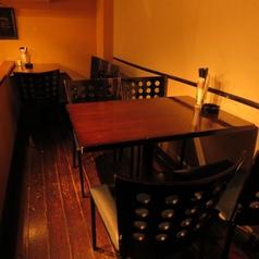 ◆◇他のお席から一段上がった小上がり席は2名様から6名様までご利用可能です◇◆