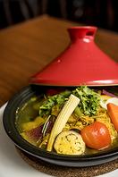 タジン鍋でスパイスとハーブの香りに包まれて