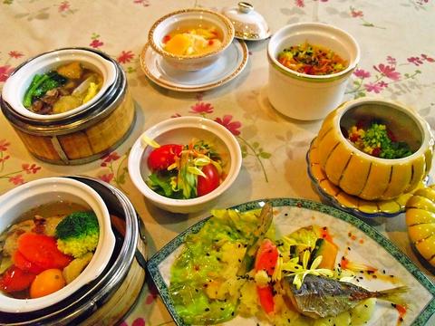 中国茶アドバイザー&野菜ソムリエの資格を持つ店主による、本格中華薬膳飲茶料理店。