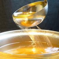 こだわりの「五段仕込の黄金塩つゆ」