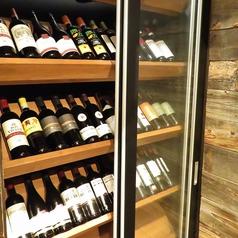 ワインセラーの中には、大量のワインが…♪