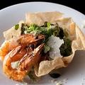 料理メニュー写真グリル海老のシーザーサラダ