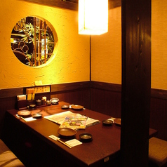 お食事にも便利なゆったりテーブルのご用意ございます。