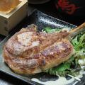 料理メニュー写真豚トマホークステーキ