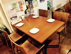 4名様用テーブル席は人数に合わせてレイアウト変更も可能です☆お客様のご要望に合わせてフレキシブルにご対応いたします。お気軽にお声掛けください!