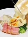 料理メニュー写真じゃが芋とベーコンのラクレット