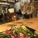 料理と楽しむお酒の数々…飲み放題のドリンク数も豊富