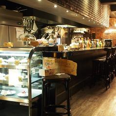 【1F/Cafe&Bar】カウンター席もあります!お昼からお酒も飲めちゃいます☆