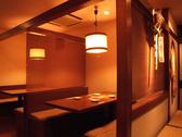 半個室のテーブル席です