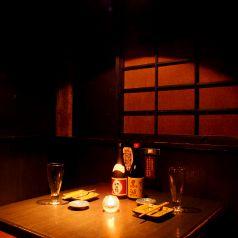 寛ぎのカップル個室★和の癒し空間です。ヘルシーなひものは女子にも大人気。お酒もカクテル、サワー、ソフトドリンクと取り揃えておりますので飲めるお酒が無い!なんてこともありません。男性ならがっつり炙り焼きと焼酎または日本酒なんてのもいいですね。お口直しにデザートもご用意しております。