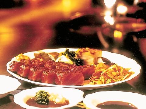 一流シェフが目の前で焼き上げる…黒毛雌神戸牛ステーキと旬のごちそうをワインと共に
