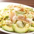 料理メニュー写真地鶏ささみとアボカドのサラダ/生ハムとミモレットのサラダ