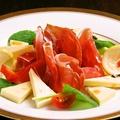 料理メニュー写真季節野菜と生ハムのサラダ(大)