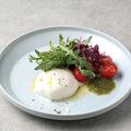 料理メニュー写真水牛モッツァレラとトマトのサラダ