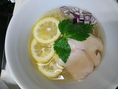 季節によって限定らぁ麺をお出ししています。今までの限定らぁ麺をご紹介!夏の限定☆ 冷やし塩らぁ麺 ~レモンと生姜の清涼風~