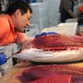 「刺身が美味い」と好評の『なにがし』のお刺身は、日本全国より産地直送で、昨日漁で獲れた魚を本日お届けしております!新鮮で安心なお刺身を是非ご堪能下さい。毎朝市場で新鮮なお魚を仕入れております。旬のものにこだわり、料理人の目利きで厳選した物のみをご提供しております。