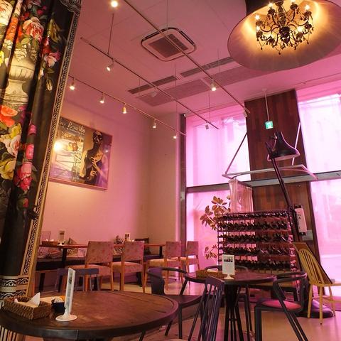 隅田川沿いに佇むお洒落で雰囲気抜群な店内★人気のテラス席もあります♪