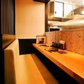 カウンターソファー席!焼き台も目の前に見え、目でも料理が楽しめる2人だけのプライベート空間※1組様限定席です