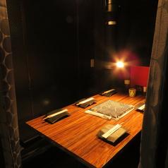 2名様~5名様まで可。カーテンあり、半個室のテーブル席です。