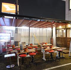 リパーロテラス席(感染症対策に万全)は開放感あふれる造りとなっており、韓国屋台を思わせる屋外で存分にご堪能いただけます。平日は深夜2時まで金土・祝前日は深夜3時まで営業しておりますので、時間を気にせずゆっくりとお食事をお楽しみください◎