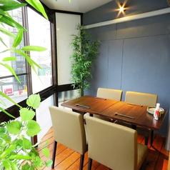2階:テーブル個室