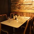 2名様からご利用頂ける個室を完備しております。間接照明の温もりを基調とした個室がゆったりとリラックスできる空間を提供いたします。お食事はもちろん、飲み会や宴会、女子会などにも是非ご利用ください。