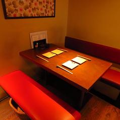 4名テーブルは2席のご用意がございます。