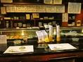 魚屋さんも兼ねている店長と色々な話を聞きながらおススメを食べてみよう。