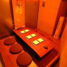 個室は1室のご用意があり、5名様~最大6名様まで対応可能です。掘りごたつ式の席になります。