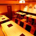 【24~28名様:大宴会シーン】奥のお席は最大28名様までのご宴会も承っております。会社宴会などのオフィシャルな飲み会でもご利用できる使いやすい店内配置になっております☆