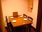 オープン空間です。4名様用テーブル。女子会・歓送迎会・飲み会・デート・合コンなど様々な用途に合わせてご利用下さい。美味しいイタリアンをお楽しみ下さい。