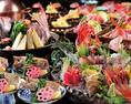 今宵は横浜の割烹料理屋で、じっくり新潟・佐渡の旬、美酒美食を囲んで語り合う!豪勢な「特選お造り盛合せ」をはじめとした、日本海の旬の新鮮食材を使った豪華お料理の数々を贅沢に堪能ください。宴を豪華に彩る宴会コースオプションは『+500円で新潟地酒15種も飲み放題』『+500円で飲み放題1時間延長』などご用意!
