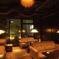 【4階:saloon】4階にあるソファ席のフロア。ホテルのラウンジのような落ち着いた雰囲気。