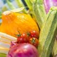 """【厳選した食材を使った本物の味】""""市場""""の名前の通り毎日仕入れる新鮮な食材は、サルヴァトーレが吟味したこだわりの素材ばかり。 福岡産はもちろん、九州のものを中心に取り揃えております。素材が持つ力を最大限に引き出す調理法で、サルヴァトーレらしいリズミカルで美味しい一皿をご提供いたします。"""