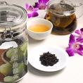【飲み放題もOK★中国茶全20種】 洋梨烏龍茶ジャスミン茶に似た製法で烏龍茶に洋梨の香りを付けた中国茶です。 当店の洋梨烏龍茶はしっかりした梨の香り+ふんわり烏龍茶の味となっております。