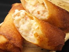 料理メニュー写真蟹クリームグラタン春巻き 2本