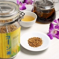 【飲み放題もOK★中国茶全20種】 コーン茶コーン茶には、カリウムやミネラル、食物繊維、リノール酸、鉄分、リン、糖分、ビタミンB、ビタミンEなどの有効成分が含まれており、様々な効能があると いわれています。 カリウムとリノール酸は高血圧症を予防します。