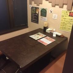 1Fのテーブル個室。仕切りで隣の席と区切ることも可能ですのでお気軽にスタッフまでお申し付けください。焼き肉デートにもお勧めです♪