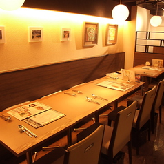 ご宴会はテーブルをつなげて12名様まで可能。