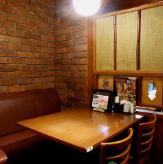 レンガ造り風なアットホームな店内♪上野、御徒町で居酒屋をお探しなら是非、上野個室居酒屋 にじゅうまる上野店をご検討ください★上野駅で充実のお料理の居酒屋です。【上野 居酒屋】
